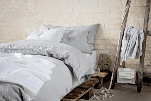 myidealhome:  pallet bed (via desire to inspire)