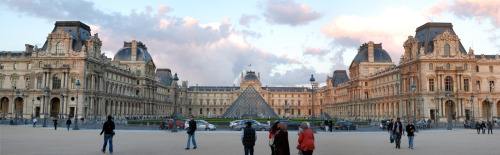 Panoramic of the Louvre Museum's entrance.