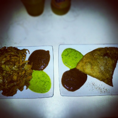 #pakoras #samosas #indian #food #indianfood #instadaily #instafood  #curry #spicy #spice #india #comida #cena (Tomada con Instagram)