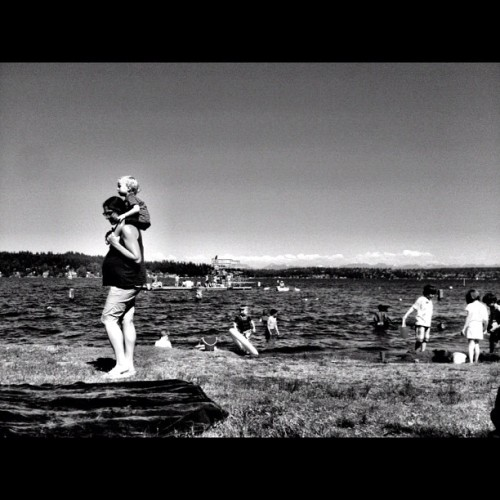 Bump! #seattle #matthewsbeach #beach #sun #park #seattle #igers_seattle #igers_seattle_fav #iphonesia #iphone #instagood #instatop #instagram #summer #july  (Taken with Instagram at Matthews Beach Park)