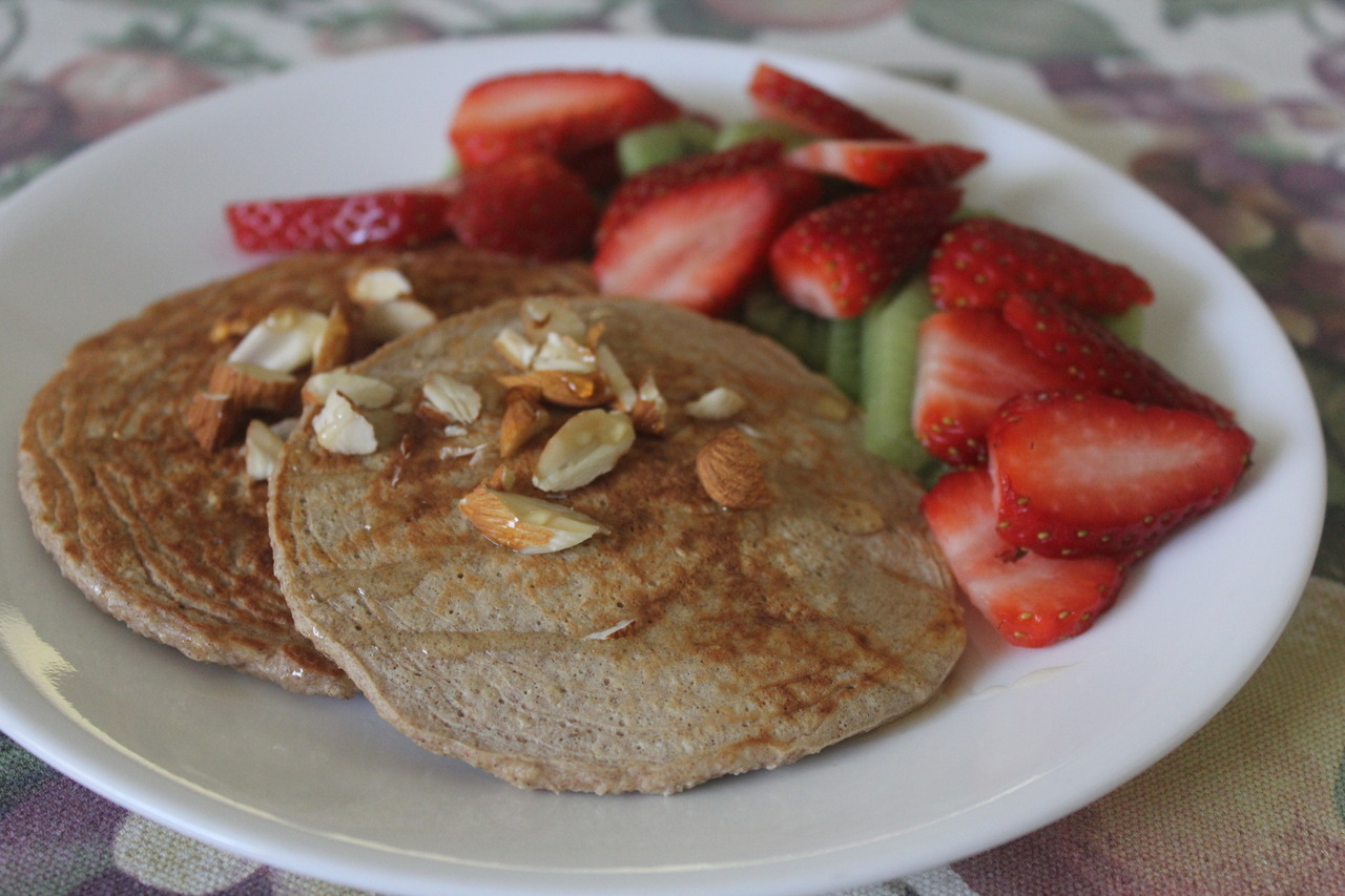 nomoreeexcuses:  kellie-the-vegetarian:  Perfect start to a Sunday morning- Oatmeal pancakes topped with raw almonds and organic honey, served alongside fresh strawberries and kiwifruit  Oh, and a cup of green tea of course! :) (not pictured)   Yumm!
