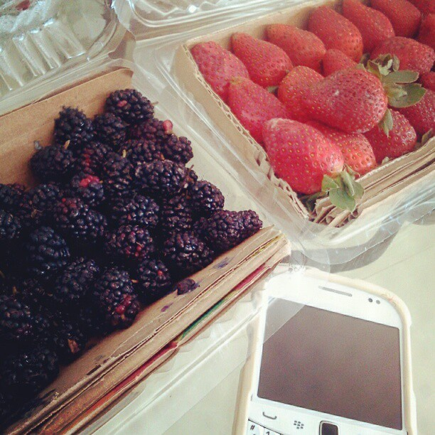 Berry stuff. Finally she met her friends. LOL #berry #strawberry #blackberry #instaberry #instafood #instagram (Taken with Instagram)