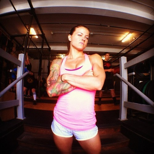 crossfittinhawaiiantexaschick:  She knows she's awesome