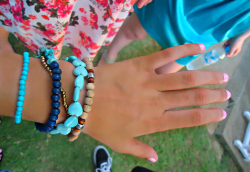 h1p-ster-with-swag:  peach-kai:  my sexy hand guuyss xx  so tanned :(