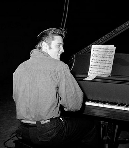 theniftyfifties:  Elvis at the piano.