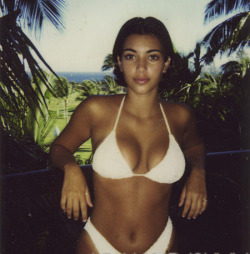 vivalaloons:  if my body looked like that at 14 i would not be in this problem right now..  She can not be 14 in this pic??