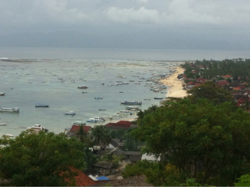 "Jungutbatu Nusa Lembongan. Now, say that quickly five times.  I'm 10 days into my trip in Bali, and I've gotten bit by the blog bug with many rich experiences to share.  It would be a shame to keep them all to myself.  Plus, all my peeps know I love to talk.  Where to begin.  Well, to catch you up, I spent 5 days in Legian - hot spot near Kuta beach.  Place was infiltrated with the tourism hustle 'n bustle I was grateful to shed in Ubud.  My jaunt to Ubud was refreshing and uplifting, exactly what I was yearning for on this trip.  The Balinese are so welcoming and eager to please - I felt like a queen (it did help I had Michael Franti's house all to myself).  Now, I am on Lembogan island for another couple of days soaking up the sun and sipping on Bintangs.  Had a bit of a motorbike accident that I am nursing, which isn't hard to do on vacation - just requires more r-n-r.  By the time I'm back from vaca, I will have definitely worked out the ""letting go"" muscle.  Which brings me to the purpose of this blog - Just be now.  After being away from the daily stressors that western life exudes, I notice how more at ease and calm I am in body, mind and spirit.  Being in the present is safe and peaceful.  Here, I will celebrate life's little treasures that evoke appreciation, daydreams,  full belly laughs, creativity, and effortless love. I'm taking the advice of the medicine healer in Ubud: Don't worry, be happy."