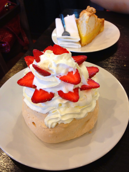 Strawberry pavlova @ antipoden kemang .. So gooddddddd ^^