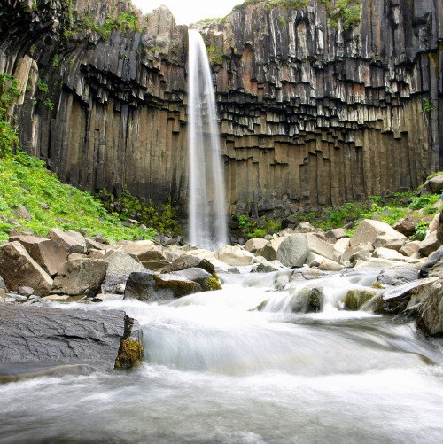 just-breezy:  Svartifoss (by hó)