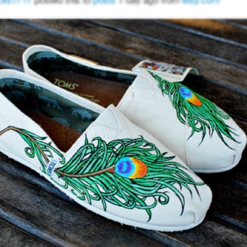#want #want #want #feather #peacock #toms #cute #wanelo #hipster #fashion #pretty #adorable #green #blue #black please follow; @9art8 by fashionforevverr http://instagr.am/p/MzwVBmu6HA/