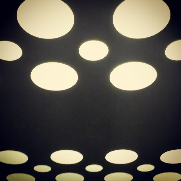 #minimal #abstract #minimalism #shapes #circles #round #rhythm #black #white #bw #negativespace (Publicado com o Instagram)