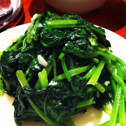 Hongkong food: stir fried Chinese kale with garlic