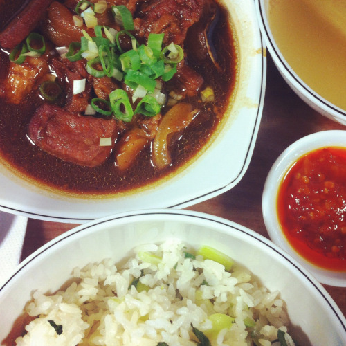 Hongkong food: beef stew and steamed rice with kale