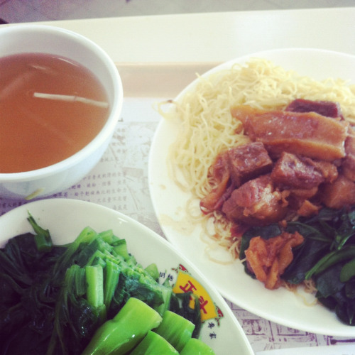 Hongkong food: egg noodle with stew beef and steamed Chinese kale