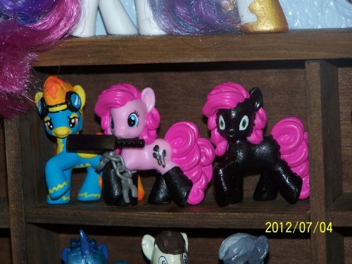 coonk9:  As promised i made a Pinkie Tai and Kinkie Pie blindbag. Pinkie Tai is still a WIP. I have yet to do her cutiemark, socks, and pink slits under her lower eye lids. i have yet to decide whether or not to give her a big toothy grin.   DEAD