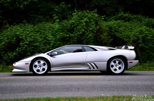 Unforgiving friend Starring: Lamborghini Diablo SE30 (by Dylan King Photography)