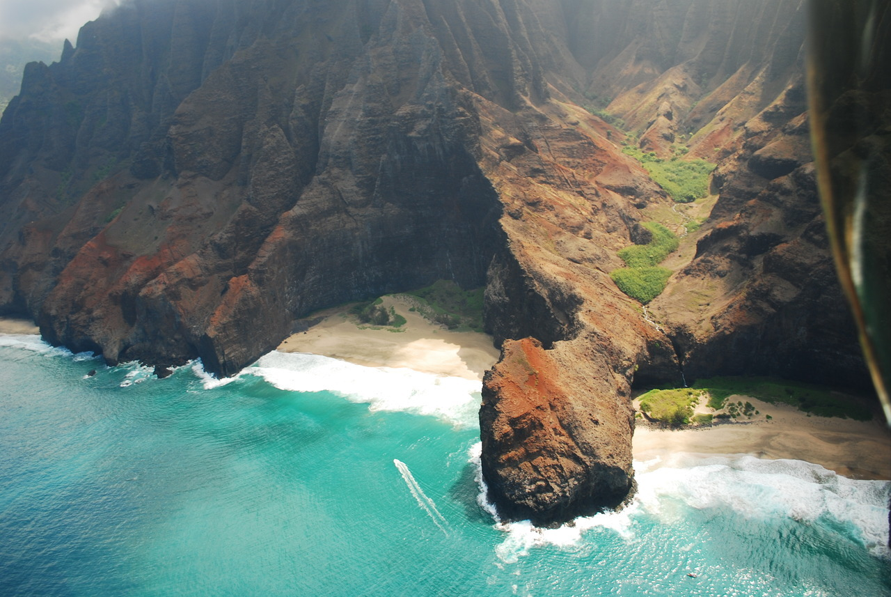 The Na Pali coastline, Kauai, Hawaii. Photo by Chris Cullen.