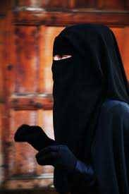 amazingdeen:  Masha Allah! She is Beautiful, I know you can't see the Face but the Beauty is just Flawless ^_^