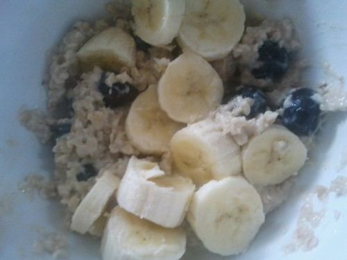 Oatmeal with blueberries and a banana for breakfast! Tasted awesome after my 8am Zumba class ;)   Now off to lay by the pool and enjoy my Sunday Funday!