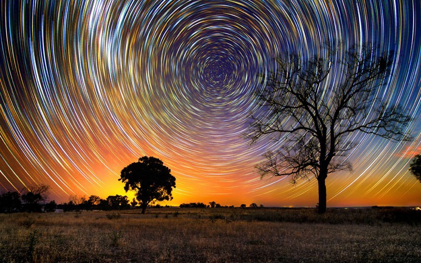 fyeahuniverse:  Star trails over the Australian Outback by photographer Lincoln Harrison