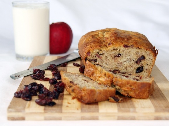 "(via Banana Apple and Cranberry Loaf « Ang Sarap (A Tagalog word for ""It's Delicious""))"