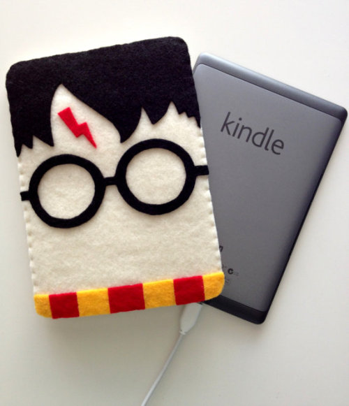 Harry Potter Kindle Cozy by twopeasinaspacepod. $20