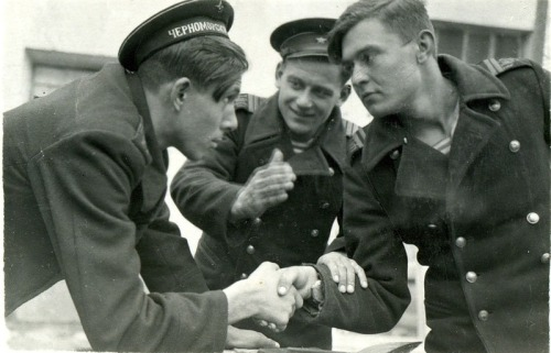 enigmaland:  Another picture of sailors of the Black Sea Fleet.They must be making a bet on something.