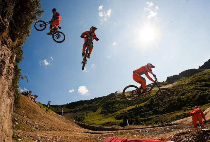 Brandon Semenuk 3 drop at Chatel. Ups on the win!