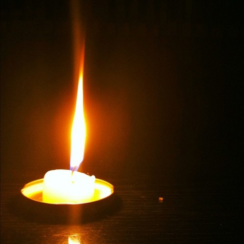 #candle #flame #floomflame #poweroutage #light #nolights #dark #fire #fireporn #regularporn  (Taken with Instagram)