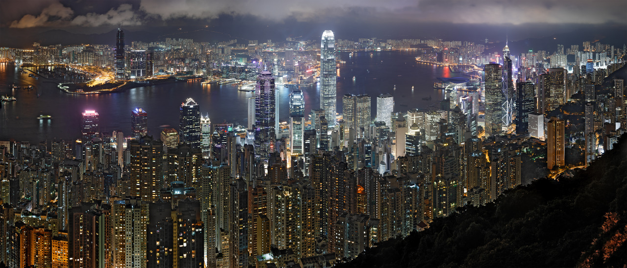http://upload.wikimedia.org/wikipedia/commons/c/c4/Hong_Kong_Night_Skyline_non-HDR.jpg
