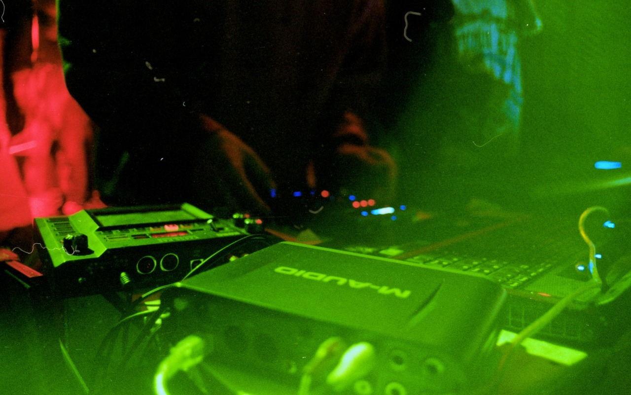 – DJ Set Celadores Kodak Pro Image 100 forced to 400 Mamiya 50mm