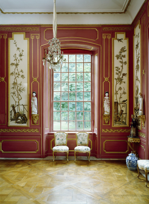a-l-ancien-regime:  The red room at the Chinese Pavilion of the Drottningholm Palace