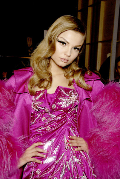 aclockworkpink:  Magdalena Frackowiak Backstage, Christian Dior F/W 2007, Paris Fashion Week