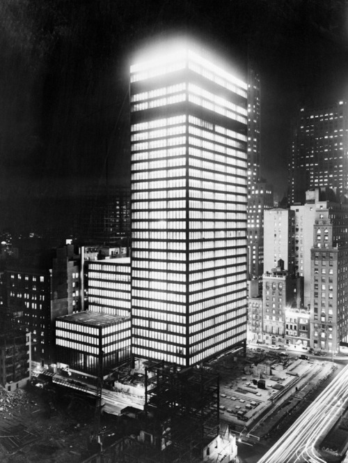 howweimagined:  Seagram Building at Night (by poster.us.com)