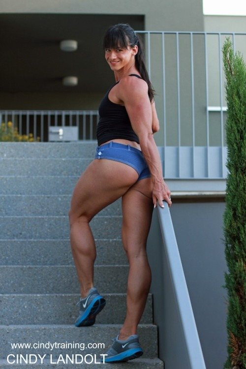 cindylandolt:  Cindy Landolt  Look at those veins on her forearm! Shredded!