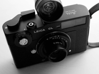 Leica CL + MS-Optical Perar Super Triplet 35mm f3.5. And that Deathray Gun on top is a Petri light meter. Selling this lens. Booo. Having this lens serviced.