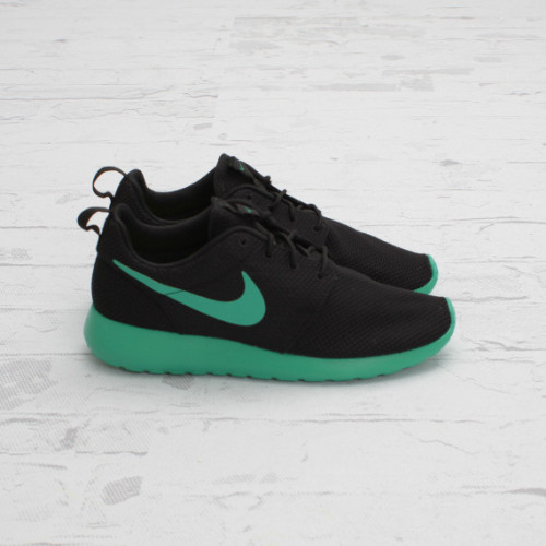 Nike Roshe Run - Black/Stadium Green This July we'll be seeing a lot more Roshe Run releases in various colourways. Here we have the black mesh upper with the stadium green on the swoosh and midsole. What's perfect about Roshe Run's for the summer is that the material is breathable providing comfort all day long.