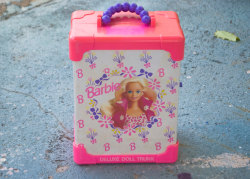 (vía Barbie Deluxe Trunk Vintage by viruella on Etsy)