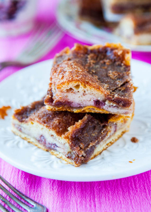 gastrogirl:  cinnamon sugar crust cream cheese and jelly danish bars.