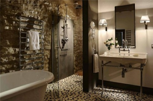 (via HSH / Bathroom - Italian style - black and white stones floor)