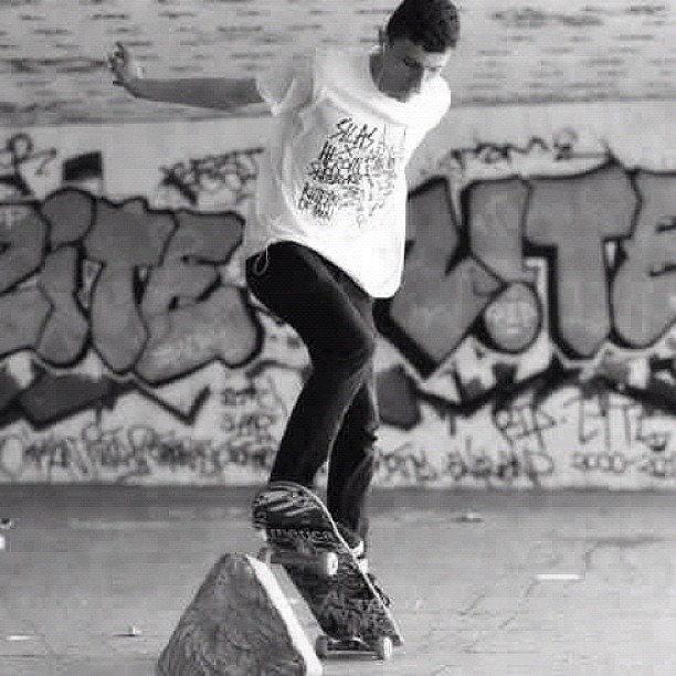 Another shot of @shefkiahmet at South Bank. #photography #skating #skateboarders #skaters #skateboard #skateboards #skating #urban #rustic #ollie  #portrait #blackandwhite #black #white #south #bank #southbank #skatepark #park #london #central #centrallondon #uk #england #europe  (Taken with Instagram)