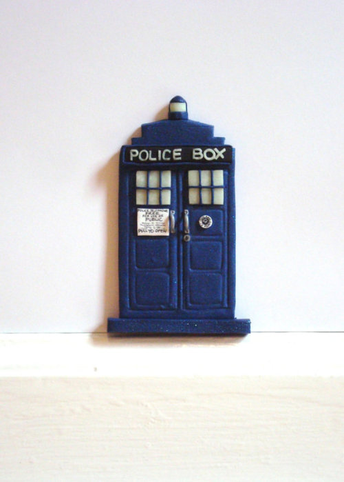 (via Tardis Fairy Door with GlowintheDark TimeyWimey by houseofwhimsy)