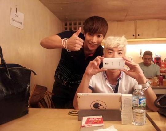 2PM Junsu Cheers on Wooyoung on his Solo Endeavors
