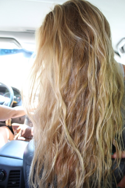 blondewavyhair:  blonde wavy hair..