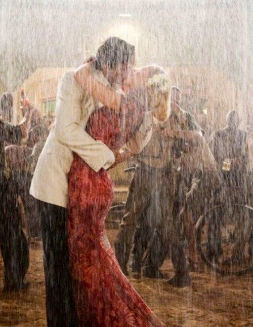 makelifelikethemovies:  Kissing in the rain. Really wanna do this.