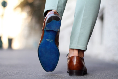 handsomebeastjoseph:  Sutor Mantellassi's Blue Soled Shoes. Courtesy of Filippo Fiora from the three f, the guy has amazing shoes.