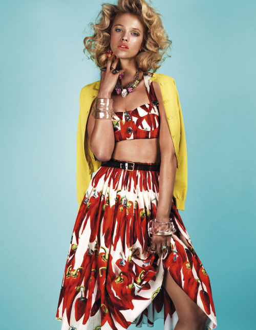 dolcegabbana:  Hanna Wahmer in Dolce&Gabbana SS12 in the July issue of Vogue Taiwa lensed by Naomi Yang  As pimentinhas famosas de D&G!!! #adoro