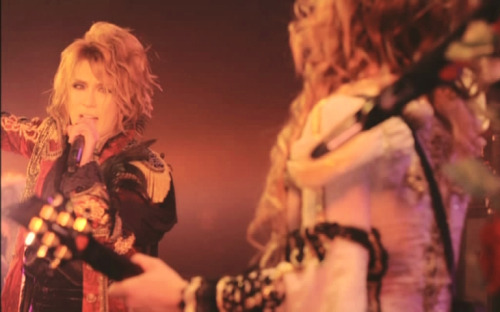 Hizaki's face…always so disappointed LOLso, in his mind:   and in Kamijo's mind: