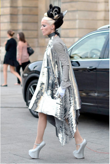 Street Style - Arrivals - Paris Couture Fashion Week 2012   Daphne Guinness takes off in Gareth Pugh  FB-https://www.facebook.com/pages/RSVP/307689849282915 Twitter-https://twitter.com/SakshiBenipuri