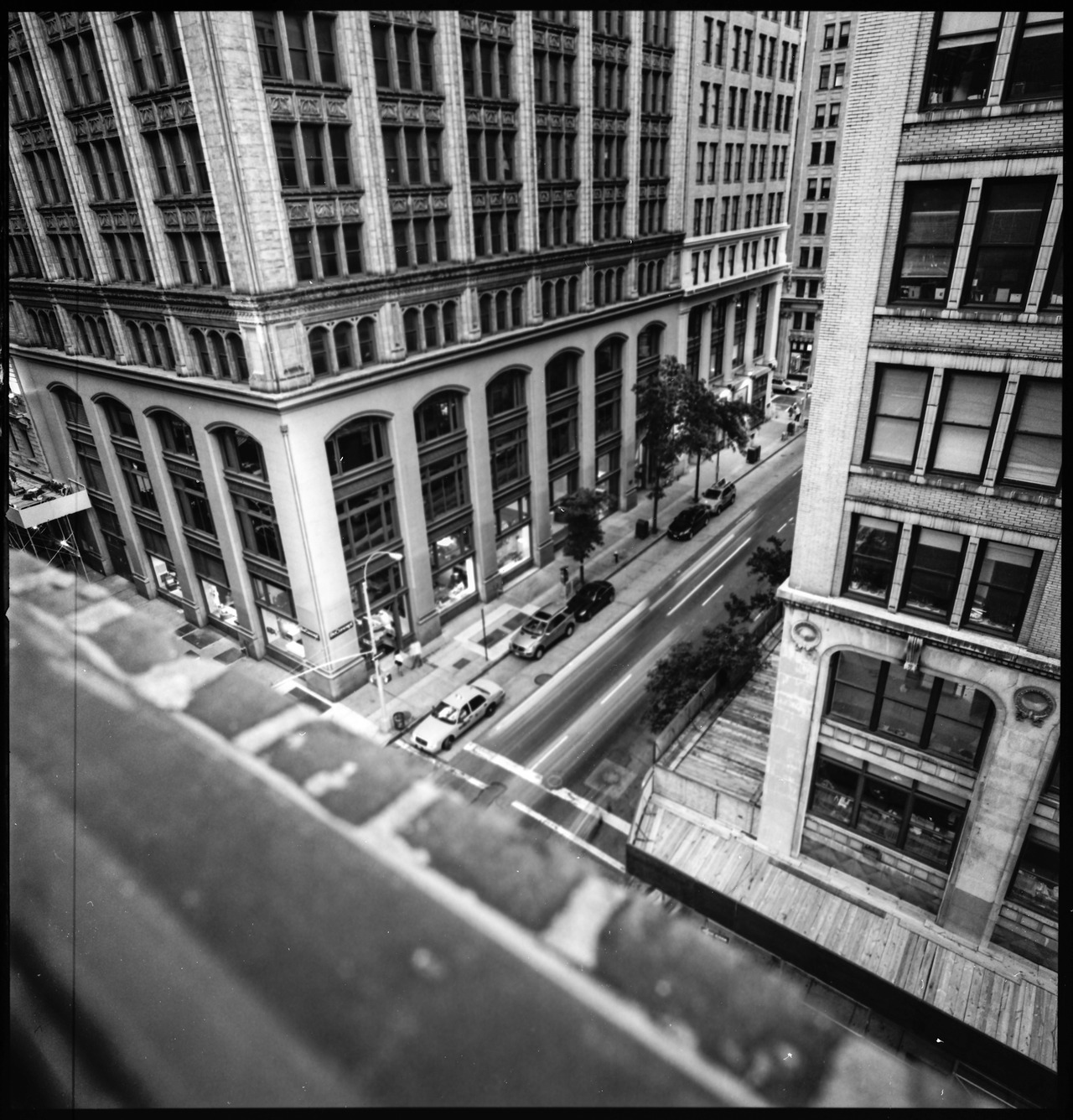 30th and Madison Hasselblad SWC Zeiss Biogon 38mm f/4.5 Ilford Delta Pro 100 in HC-110 B CanoScan 8800F